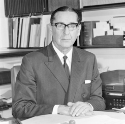 Sir Murray Tyrrell, Australian News and Information Bureau, 1970